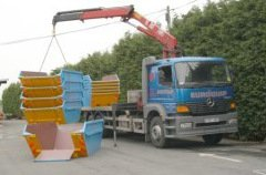 Lorry loading skips